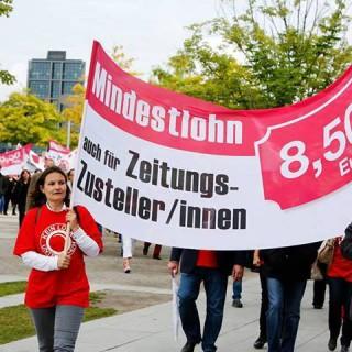 Mittelwertig verdient ein Zeitungszusteller 2015 rund 1.000 EUR weniger als ihm zustünde, würde auch für ihn oder sie der gesetzliche Mindestlohn von 8,50 EUR gelten.